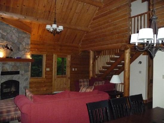 Blueberry Lake Resort: Living room