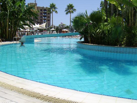 Atlantica Oasis Hotel: pool at deep end