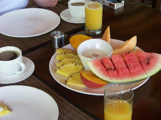 Hotel Cantarana: fruits for breakfast