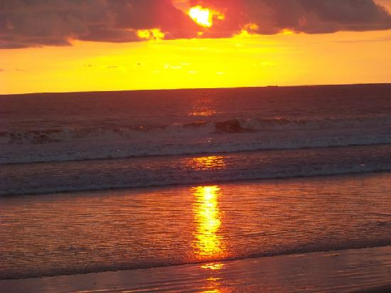 Hotel Cantarana: playa grande sunset