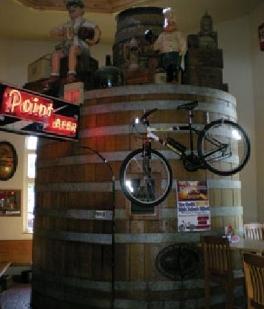 Hilltop Pub and Grill: Old beer barrel from Stevens Point Brewery used as front door
