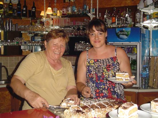 Hotel Grenadine Lodge: Aygul (on the right) and Latife serving out a birthday cake!