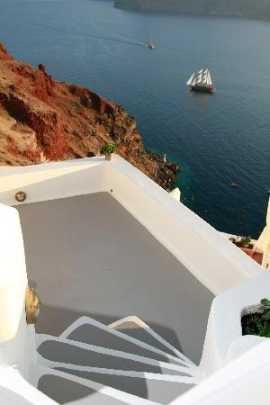 Spitia Houses: Steps to marina