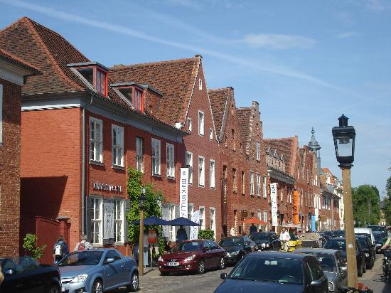 Kaiser Tour: Dutch Quarter
