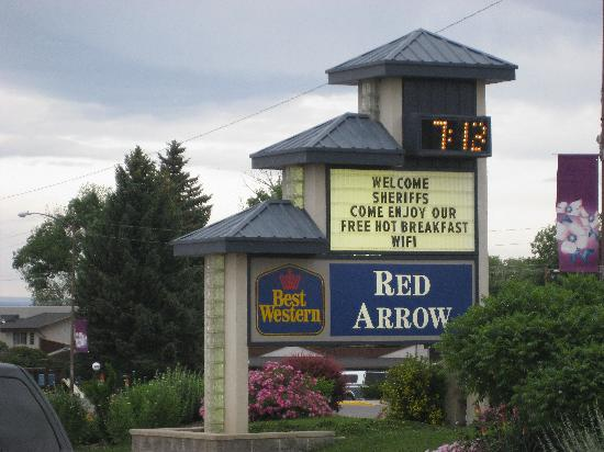 Red Arrow Inn & Suites: Here's the place!