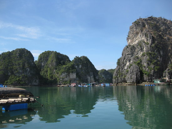 Halong Bay, Vietnam: Some of the scenary