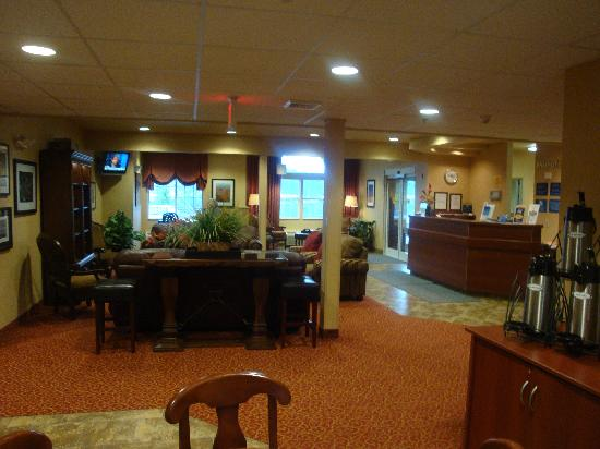 Microtel Inn & Suites by Wyndham Morgantown: Lobby Area