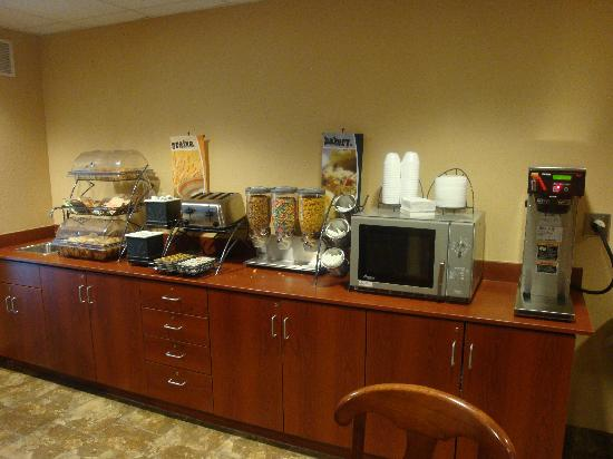 Microtel Inn & Suites by Wyndham Morgantown: BreaFast Area