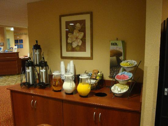 Microtel Inn & Suites by Wyndham Morgantown: Food Served