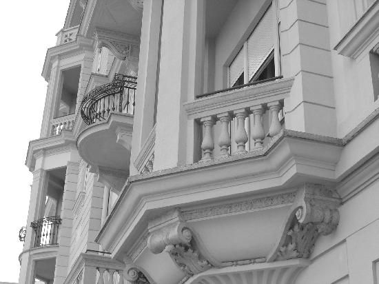 Starhotels Savoia Excelsior Palace: Particolare della facciata