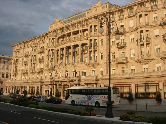 Starhotels Savoia Excelsior Palace: Facciata su Riva del Mandracchio