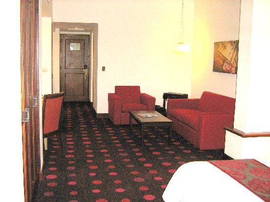 Radisson Hotel & Suites San Isidro : Large Rooms