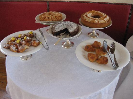 Luxury Manfredi Apartments : breakfast