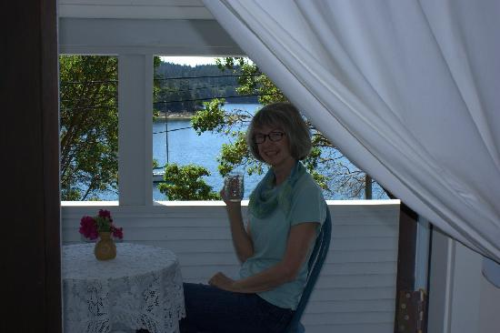 Blue Heron Rooms and Glamping: A heavenly place to enjoy the sun set over the water.
