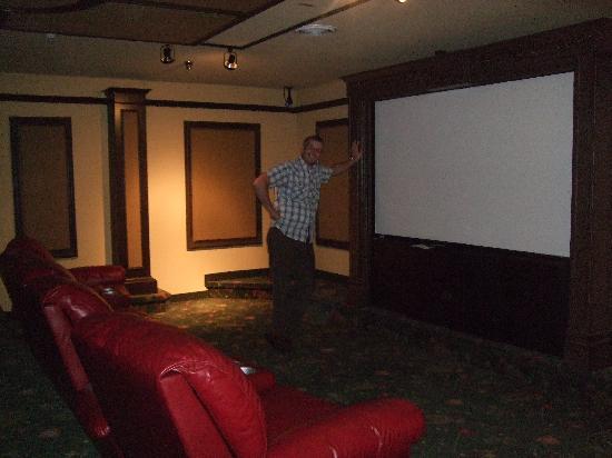 Stoney Creek Hotel & Conference Center - La Crosse: Old Log Theater