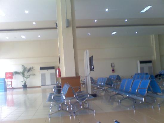 Madani Medan Syariah Hotel: Medan Polonia Airport Domestic lounge