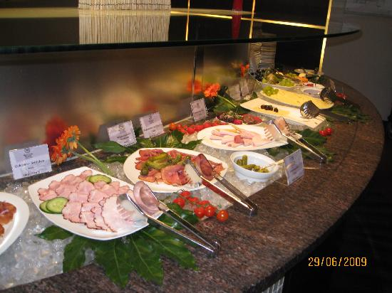 เชอราตันแฟรงเฟิร์ต แอร์พอร์ทโฮเต็ล&คอนเฟอเรนซ์ เซ็นเตอร์: Breakfast buffet