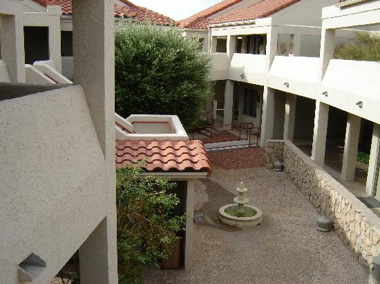 Country Inn & Suites By Carlson, El Paso Sunland Park: one of many courtyards