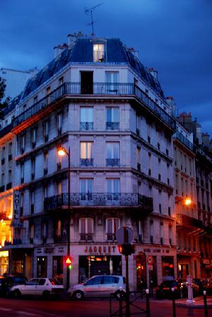 Avenir Hotel: Hotel at Night.  Panoramic Room at top.