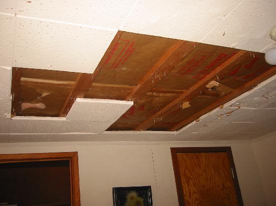 Martinez Lake Resort: Example of ceiling in room
