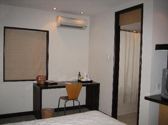 Metropole Hotel: Room