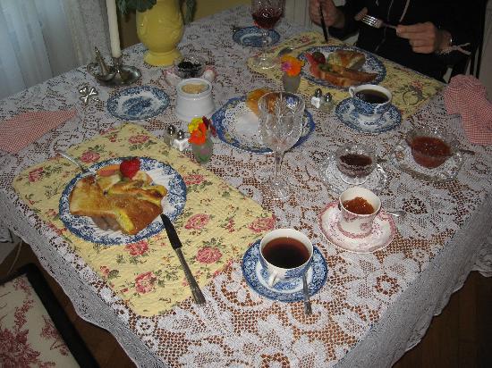Sugar Hill Manor: Breakfast