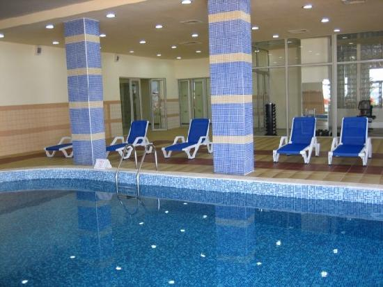 Sol Luna Bay : Inside Pool & Gym