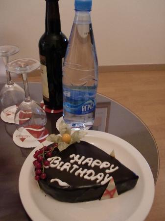 Atlantica Oasis Hotel: Birthday cake on arrival