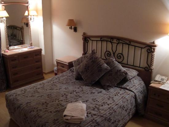 Atlantica Oasis Hotel: Master bedroom