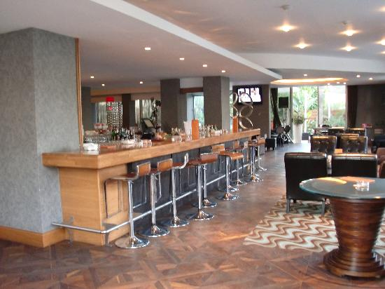 Atlantica Oasis Hotel: Adult bar