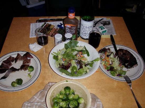 Timber Trail Lodge and Outfitter: Dinner