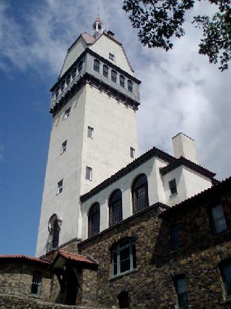 Simsbury, CT: Heublein tower