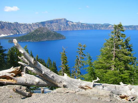 Mazama Village Motor Inn: The beautiful crater lake