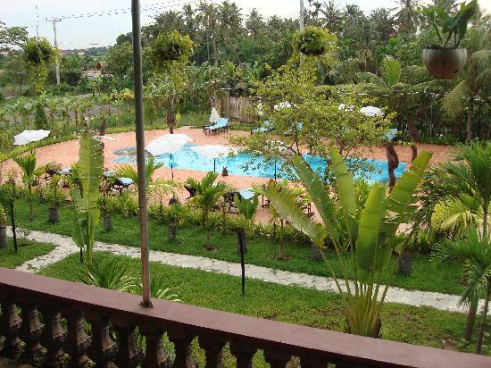 Angkor Spirit Palace: Pool view