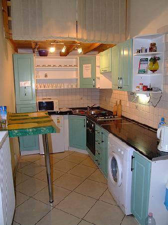 Caterina Hostel: Kitchen
