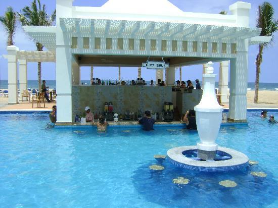 Hotel Riu Emerald Bay Swim Up Bar