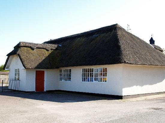 Флинтшир, UK: The thatched school at Penley, near Hanmer