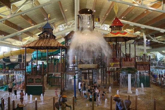 Legoland Discovery Center Dallas Fort Worth is mi from Great Wolf Lodge Grapevine, while Great Wolf Lodge Dallas is 1, feet from the property. Dallas-Fort Worth International Airport is mi away/10().