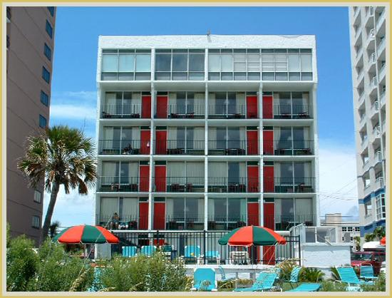 Carnival Inn & Suite @ The Beach: Hotel from the Beach