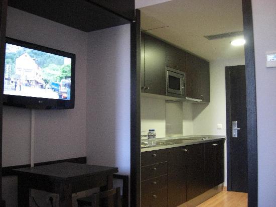 Tv y cocina picture of hall 88 apartahotel salamanca - Television en la cocina ...
