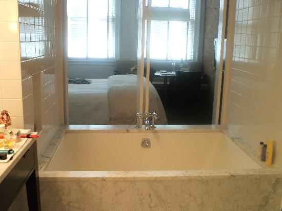 The Mercer Hotel: Studio bedroom with large bath