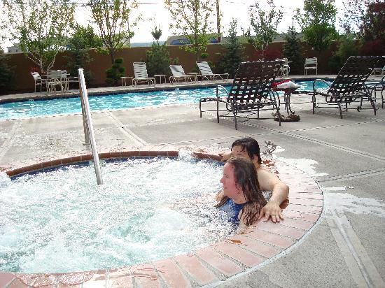 Best Western Plus Olympic Inn: Jacuzzi and pool.