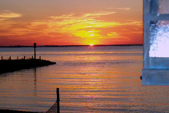Comfort Suites: Nearby Tolchester Marina Sunset