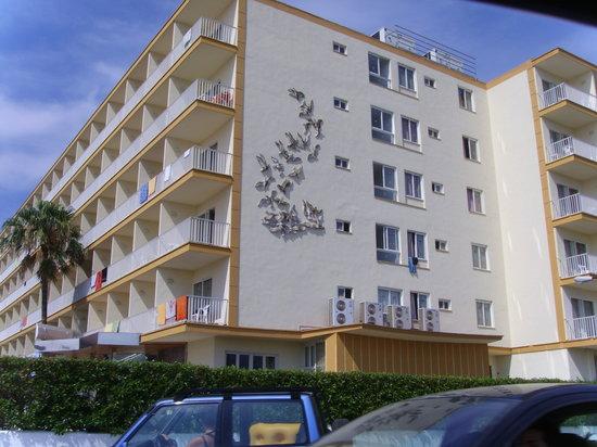 Roc Leo Hotel: Vista hotel parte trasera