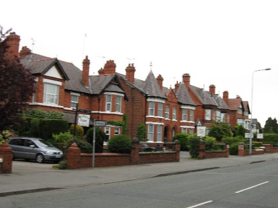 Cheltenham Lodge: B&B row on Hoole Rd