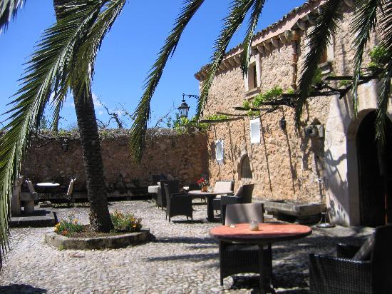 Buger, Spanien: Haupthaus mit Innenhof