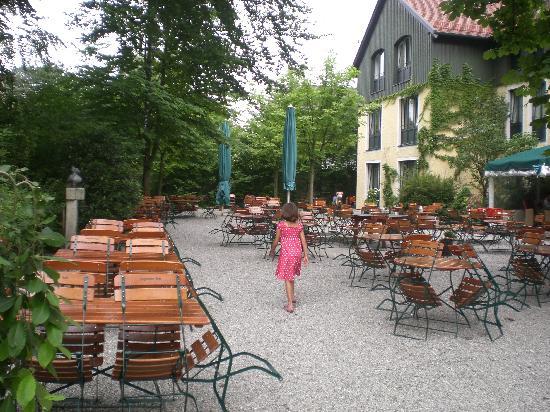 Jagdschloss: beer garden