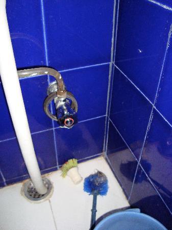 Saji Sanwri: foul bathroom