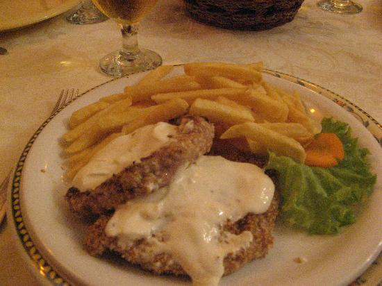 Hotel Casa Wagner: the main course in the restaurant