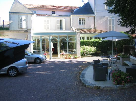 Hotel Trianon et de la Plage : The hotel seen from the courtyard
